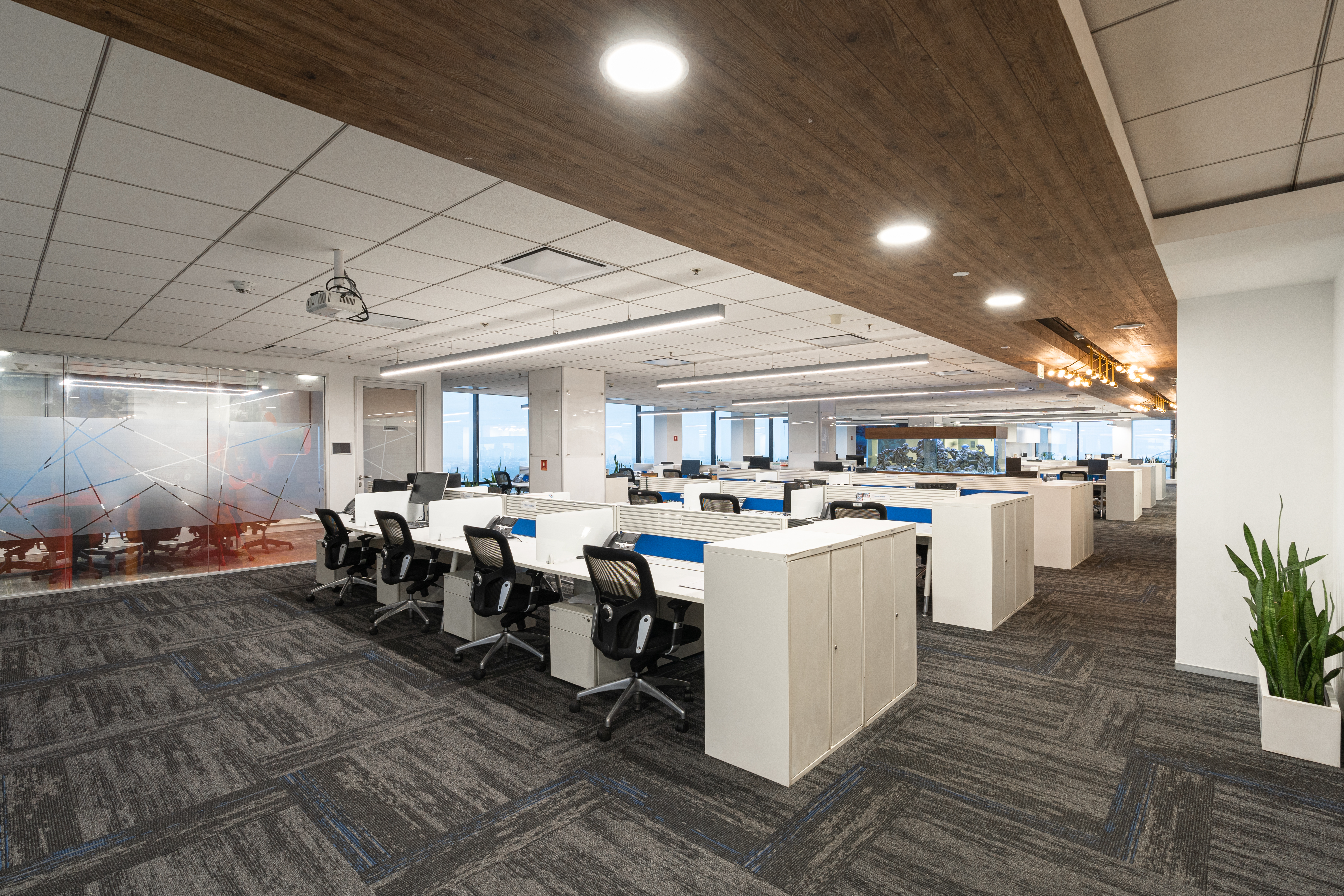 DLF Square Workstations